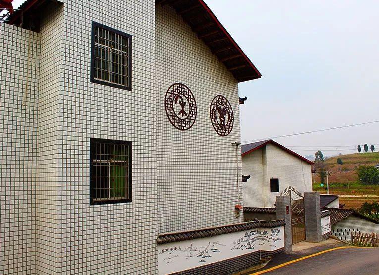 手绘墙画在环境艺术设计中的运用