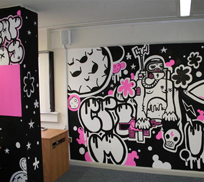 墙绘公司一般都有专业的手绘艺术家